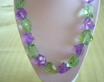 Faceted Amethyst Green  Glass Nuggets Beads Jewelry Necklace Gold Tone  Clasp.