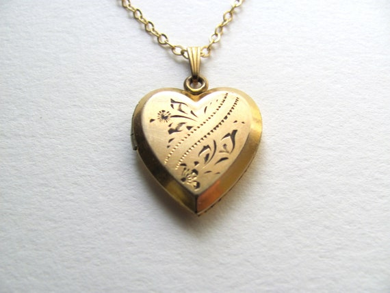 Beautiful 1940s gold vintage sweetheart locket on delicate 14k gold plated chain