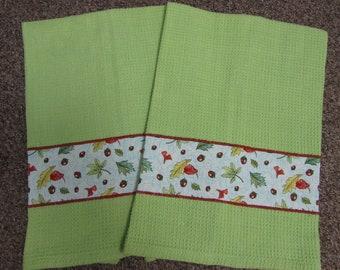 AUTUMN BREEZE Towels Sky Blue Print on Fresh Green Towels