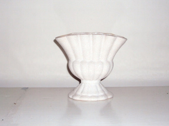 Beautiful Vintage Australian WHITE ceramic vase.