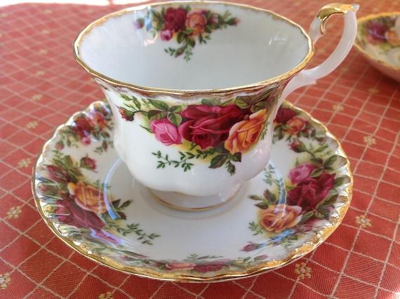 Old Country Roses Royal Albert English Fine Bone China Vintage Teacup & Saucer Set - Antique Damask style rose pattern - burgundy, pink