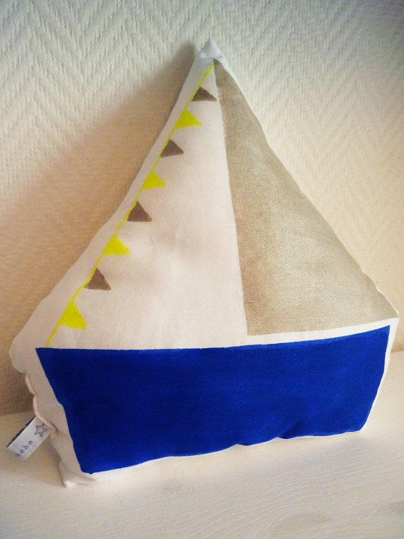 coussin bateau bleu dor et jaune fluo by mybrouhaha on etsy. Black Bedroom Furniture Sets. Home Design Ideas