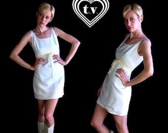 vtg 60s white CROCHET LACE Mini DRESS empire mod xs/s open back dolly boho