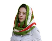 Christmas Crochet Infinity Scarf in  Green, Cream and Red - Chunky Cowl - Snood - Fall Winter Fashion - Women Teens Accessories