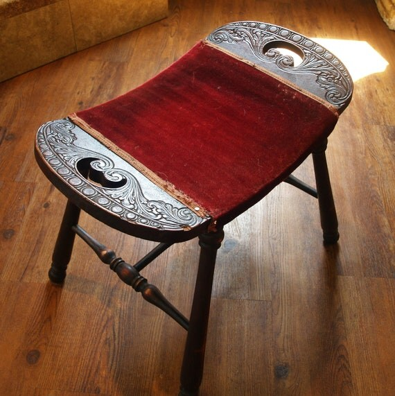 POSH & SHABBY FOOTSTOOL Antique Turned Leg Saddle Seat Red Upholstered William and Mary Style Vintage Wooden Antique Furniture Bench 20s 30s