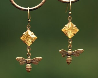 Honey Bee Earrings. Vintage jewel. Bee keeper gift. Nature lover. Honey gold earrings. Apiary. Bee jewelry. honeybee bumblebee. Square jewel