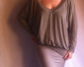 Deep V Neck Woman Blouse Shirt/ XXL XXXL Long Sleeves Blouse/ Loose Plunge V neckline Shirt/ Italian Cotton Jersey /Plunging Neckline Blouse