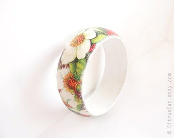 Green and white wood bangle - Floral bracelet