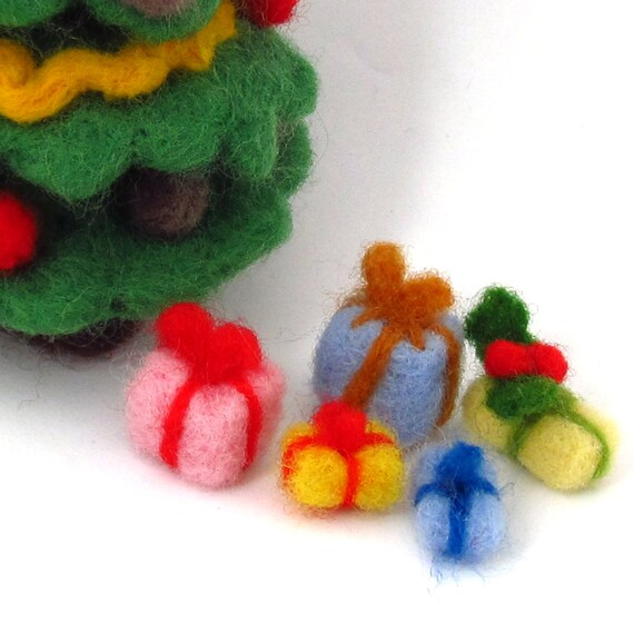 Miniature Gifts - Christmas presents - Needle felted decorations for Christmas table or 1 / 12 Dollhouse)