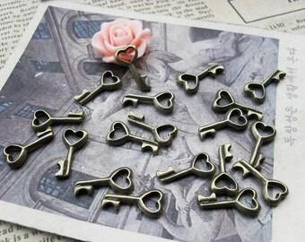 30PCS antique bronze 8x15mm heart key charm pendant- WC912
