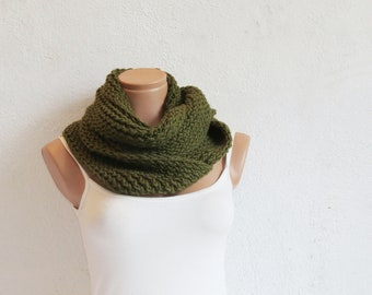 Hand Knit infinity Scarf. Block Infinity Scarf. Loop Scarf, Circle Scarf, Neck Warmer. Forest Green Crochet Infinity
