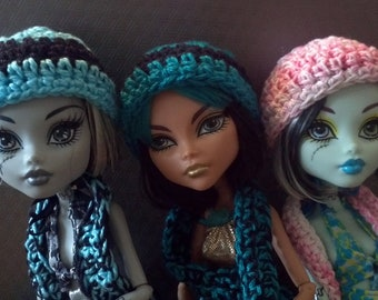 Monster High beanie hat and scarf set