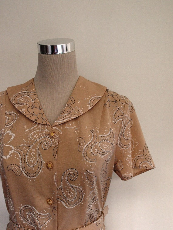 Holiday Sale - Paisley print dress. VINTAGE. Size 10 day dress. Excellent condition