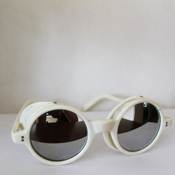 Vintage 1970s White Steampunk Italian Industrial Sporty Goggles Glasses