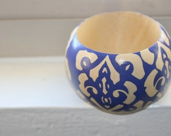 Handpainted Wooden Bangle in a Classic Art Deco-inspired Design