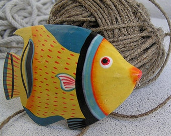 Vintage wooden fish Small sea fish decor Colorful sculpture Figurine shaped Beautiful tropical little fishes Painted playroom decoration
