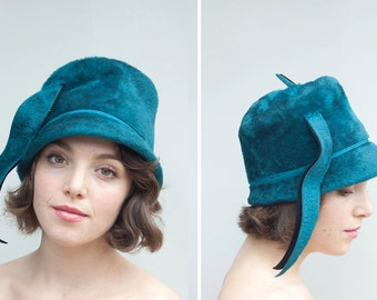 Vintage 1960s Hat - Peacock - Bright Teal Felted Sixties Cloche