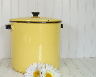 Vintage EnamelWare Large Yellow Stock Pot with Black Trim Matching Lid & Meat Riser - Retro Mid Century CookWare - Shabby Chic Farmhouse Pot