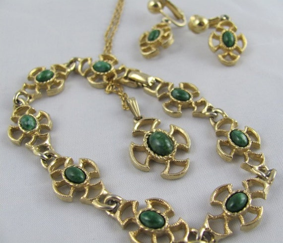 Avon Parure set of Bracelet Earrings & Necklace Pendant Green Stone Gold Celtic Cross Jewelry