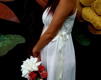 REDUCED, Vintage 1960's White/Cream Lace/Chiffon Night Gown, Bridal Trousseau, Retro Lingerie, Honeymoon Lingerie