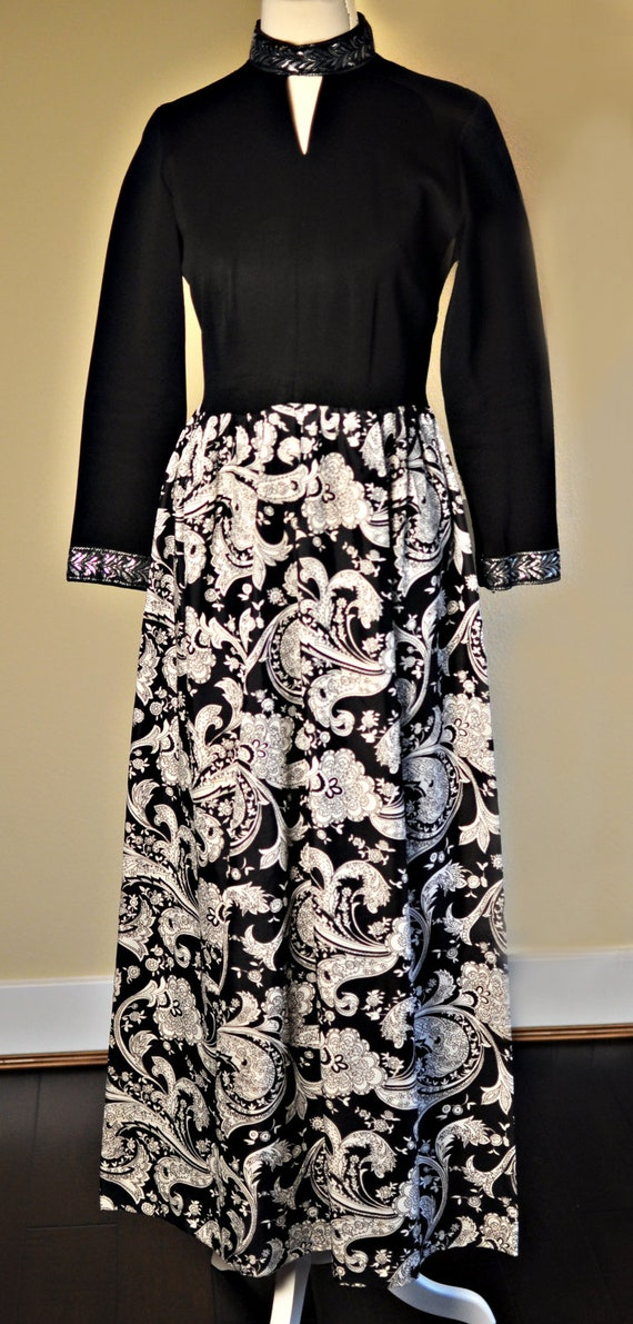 Wonderfully Detailed Black Paisley Maxi Dress
