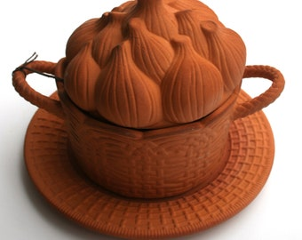Soup Tureen Onion Garlic Lid Handles & Plate - Vintage Terracotta Covered Weave Basket  Baking French Onion Soup Dips Mac Cheese Lasagna