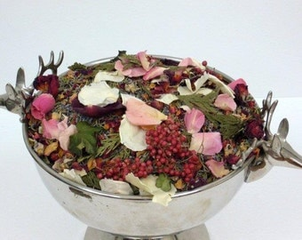 CHRISTMAS WEDDING, Biodegradable Confetti, Winter Wedding, ecofriendly wedding, dried flowers, dried rose petals, for fairytale endings