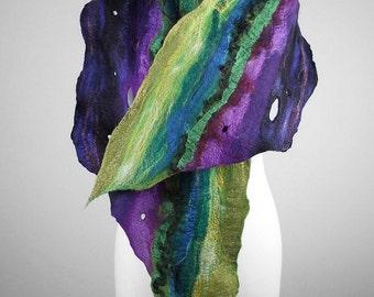 Green Scarf FELTED SCARF Wool Wrap Nunofelt Scarf Green Wool Scarf Felt Wrap REPTILE Scarf Art Deco Felt shawl Felt Nunofelt Nuno felt Silk