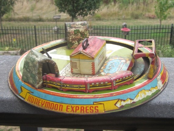 Toys For The Honeymoon : Marx honeymoon express train wind up tin litho toy s