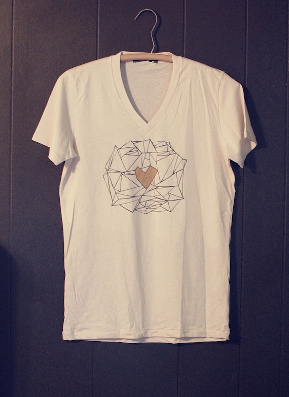 Organic natural V-neck T-shirt with gold geometric heart