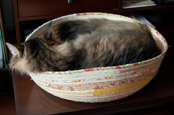 Cuddly Cat Snuggle Bed - Yellow