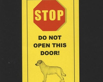 Dangerous Labrador Inside Has Thrashed Visitors with Wagging Tail - Fun Sign Keeps Your Lab Safe