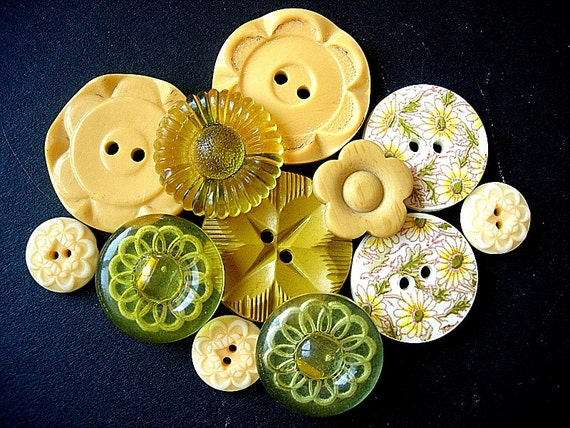 Sweet Lot of Various Vintage Yellow Plastic Flower Designed Buttons