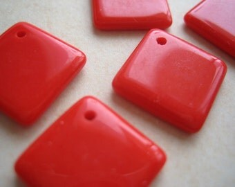 VIntage Japan beads (4) Siam  red opaque charms glass drops 1940s (4)