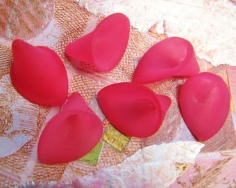 Calla Flower Beads in Hot Fuchsia Blush Lucite(8) b1979