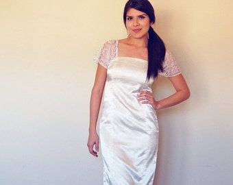 simple 80s lace and satin fitted wedding style dress small