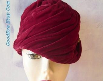 Vintage Twist Velvet Turban Hat 1950s 60s RICH RED Maroon Ruched Pillbox USA