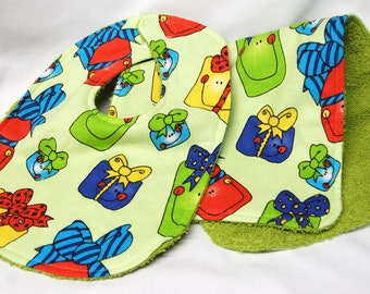 Christmas - Bib and Burp Cloth Set, Baby Shower Gift, Welcome Baby Gift: Happy Christmas Gifts  on Light Green