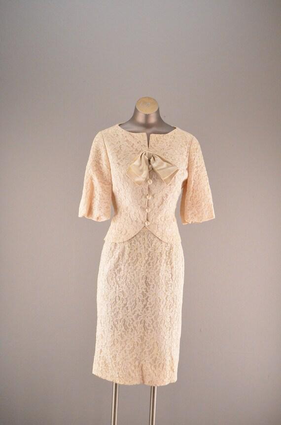 1960s beige lace suit / Vintage wedding attire / 60s formal 2 piece suit