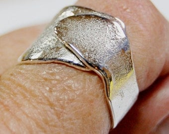 Hold Me Close - reticulated sterling silver unisex band ring - size 8 adjustable by me