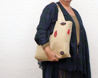 Tote Bag made of Vintage German Trachten Fabric. Beige Tote with Leaves, Red and Brown. Magnet Closure. Handbag and Shoulderbag in one.