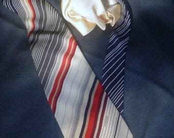 Leonard Paris Pure Italian  Silk  Necktie  and... Pure  Silk Square Pocket.