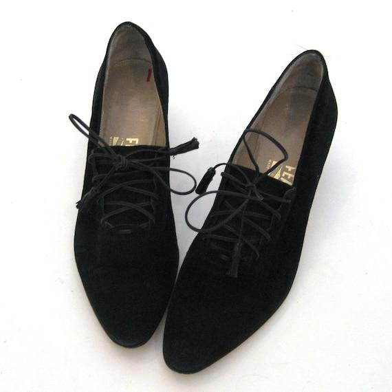 vintage SALVATORE FERRAGAMO Shoes  /  Black Leather Oxford Pumps with Tassels  /  Size: 7