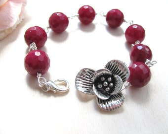 Romantic bracelet with flower and burgundy beads