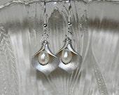 Calla Lily Earrings, Flower Earrings, Freshwater Pearl earrings, Silver Earrings, Dangle Earrings,Wedding Jewelry, Sterling Silver