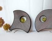 Pendule géante - olive - bold wood earrings with olive green glass beads