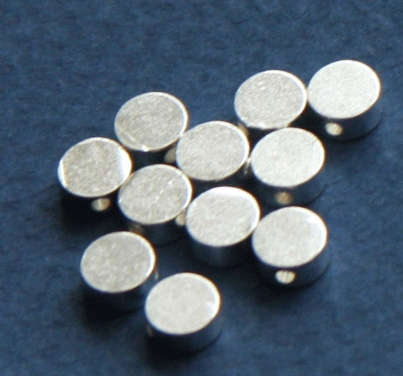 25 pcs of silver Plated flat round beads 5x2.5mm