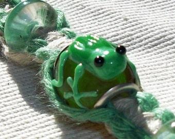 Lampwork Frog Bead Bead Natural and Green Hemp Bracelet with Glass Beads - Hemp Jewelry