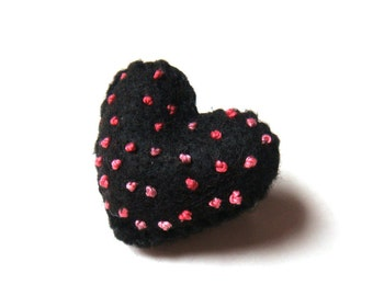 Valentine's day Gift Felt Brooch Black Heart Felt Pin Red Pink Polka Dot Felt Accessory Boho Chic Fashion Unique Handmade Jewelry for Her