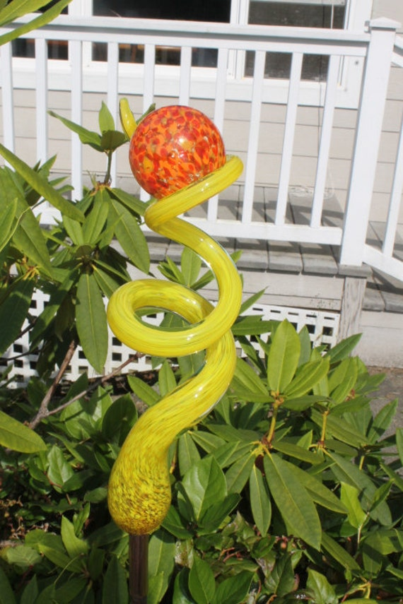 Sunshine Yellow Glass Tigger Tail with Fire Red Ball Garden Art Sculpture Outdoor Decoration Garden Finial